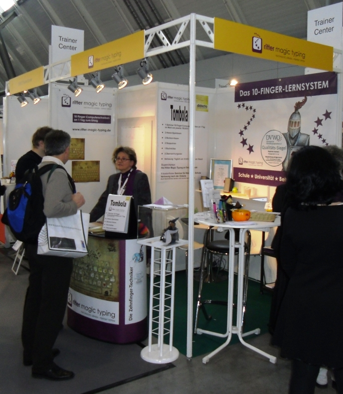 Theisen-Schwede_am_Messestand